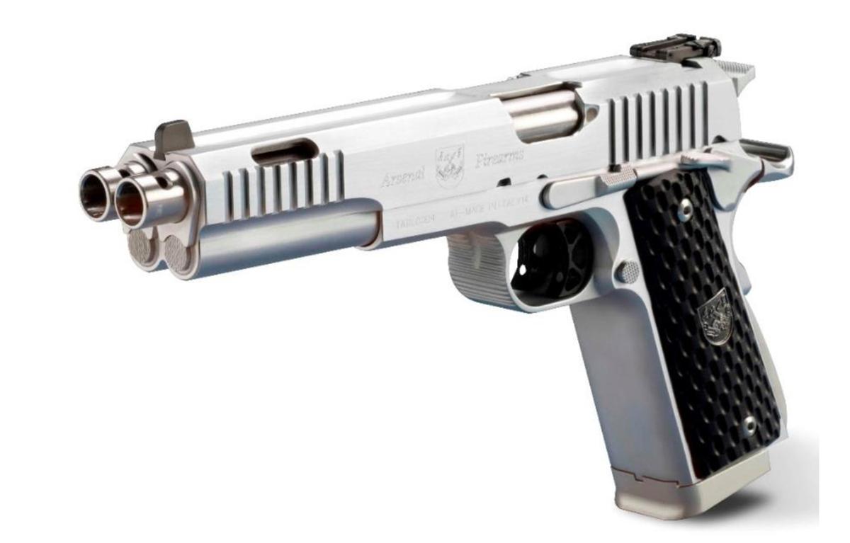 Jedna z najunikátnejších pištolí na svete - Double barrel, dvojitá pištoľ od talianskej firmy Arsenal. Základom je samozrejme overená 1911, s ktorou ale má Arsenal spoločnú len vonkajší vzhľad. Vo vnútri je to kompletne prepracovaná zbraň, keďže obe pištole sú nerozlučne spojené do jedného dokonalého celku - to znamená jedna zdvojená spúšť, dva závery naraz nabijú zo zdvojeného zásobníka dva náboje a výstrel ide simultálne z dvoch hlavní. Model Prismatic sa od Dueller líši kompenzátormi aj na vrchu hlavní. V ponuke sú 3 verzie: v čiernej farbe so striebornými hlavňami a drevenými pažbičkami, s čiernymi hlavňami a G10 pažbičkami, alebo v komplet striebornej variante a drevenými pažbičkami. Cena je pre najlacnejší model.