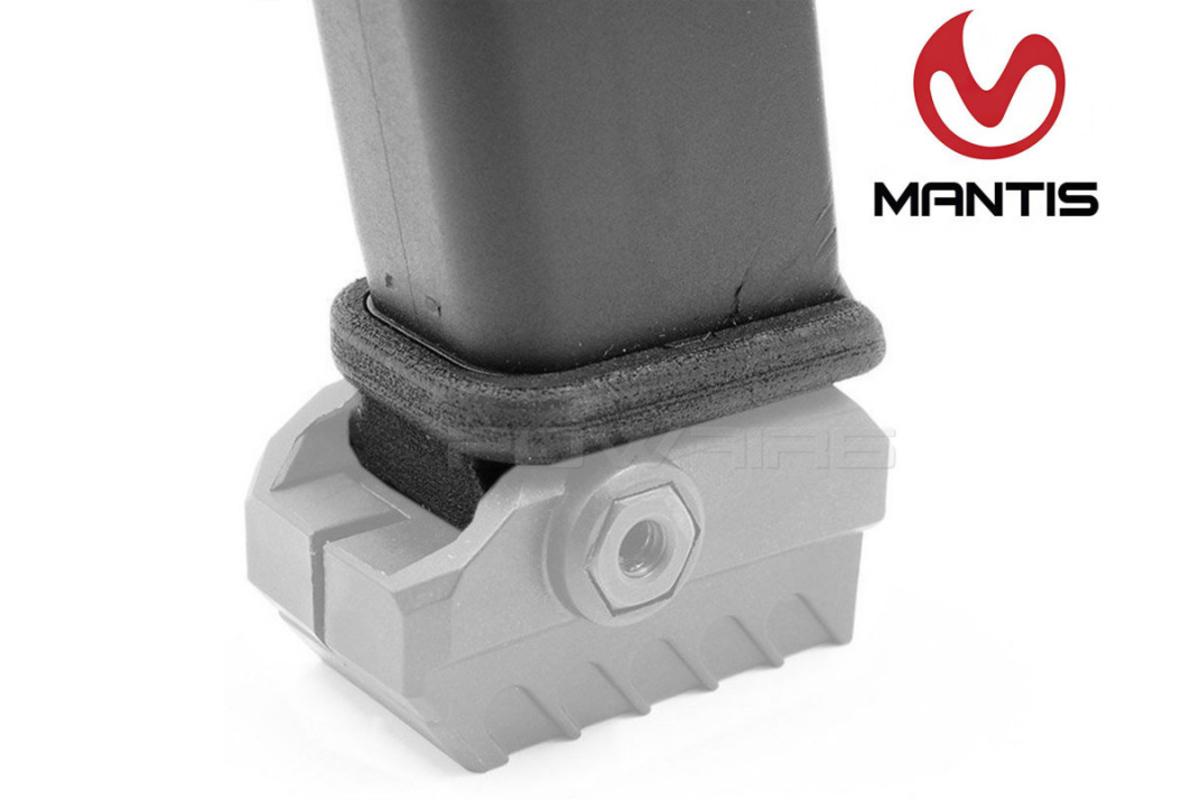 Mantis X sa dá pohodlne namontovať na spodný rail pištole. Aby ste ale nemuseli kvôli tomu meniť alebo kupovať nové púzdro, dodávame adaptér, ktorý sa vymení za originálnu botku zásobníka a tým pádom môžete použiť svoje originálne púzdro. Toto umiestnenie zariadenia treba správne navoliť aj v aplikácii. Adaptéry sú pre všetkých väčších producentov zbraní ako CZ, Glock, SIG, S&W, Ruger, atd. a pre menších existuje univerzálny nalepovací adaptér.